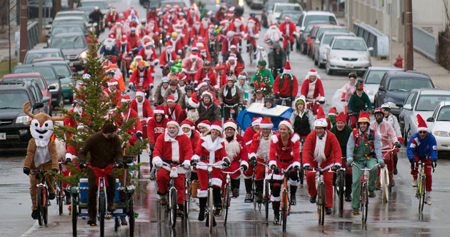Santa-Claus-bicycle-parade